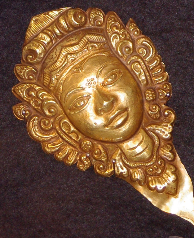 Balinese gold miniature mask V1 web draft ex-Bing